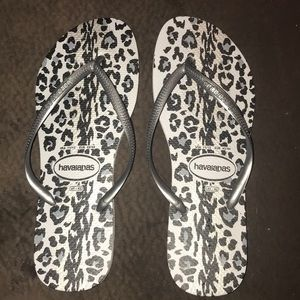 Havaianas Slim gray animal print flip flops 11/12